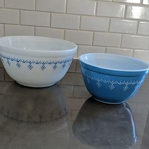 Pyrex Snowflake Blue set of 2 bowls.